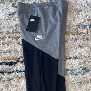 NWT boys Nike sweatpants size 6 kids